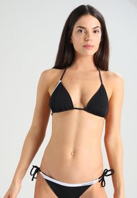 Calvin Klein Swimwear - NOS LOGO TRIANGLE-RP - Bikini top - black - 0