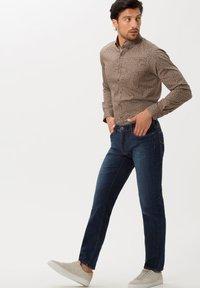 BRAX - STYLE CADIZ - Jeans a sigaretta - lake water - 1