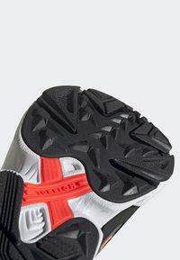 adidas Originals - YUNG-96 CHASM SHOES - Trainers - black - 7