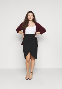 Simply Be - WRAP MIDI SKIRT WITH BUCKLE DETAIL - Pouzdrová sukně - black - 1