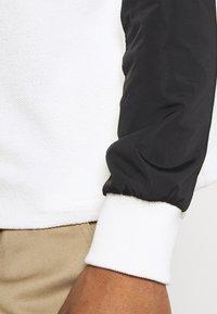 Mennace - LOOPBACK FUNNEL NECK OVERHEAD - Sweatshirt - white - 5