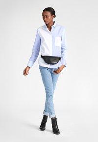 Eastpak - SPRINGER/LEATHER - Bum bag - black ink leather - 1