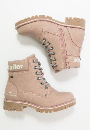 Šněrovací kotníkové boty - nude