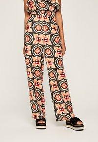 Pepe Jeans - Spodnie materiałowe - multi - 0
