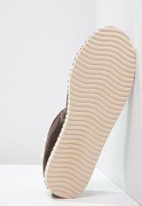 flip*flop - FLIPPADRILLA  - Slippers - brown sugar - 5