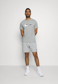 Nike Performance - TEE ATHLETE - Print T-shirt - dark grey heather - 1