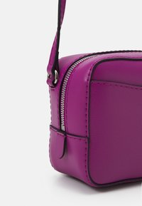 Calvin Klein Jeans - CAMERA BAG - Across body bag - vib - 3