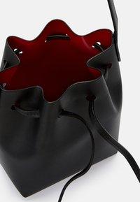 Mansur Gavriel - MINI MINI BUCKET - Across body bag - black/flamma - 6