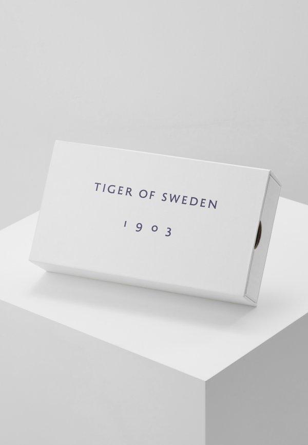 Tiger of Sweden BOAZ PR - Mucha - black/czarny Odzież Męska ALBQ