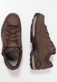 Lowa - RENEGADE GTX  - Hiking shoes - espresso/beige - 1