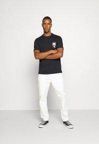 Converse - BUGS BUNNY FASHION TEE - Print T-shirt - black - 1