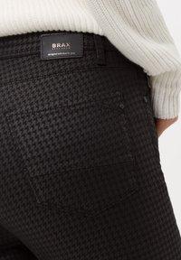 BRAX - Jeans Skinny Fit - clean black - 3