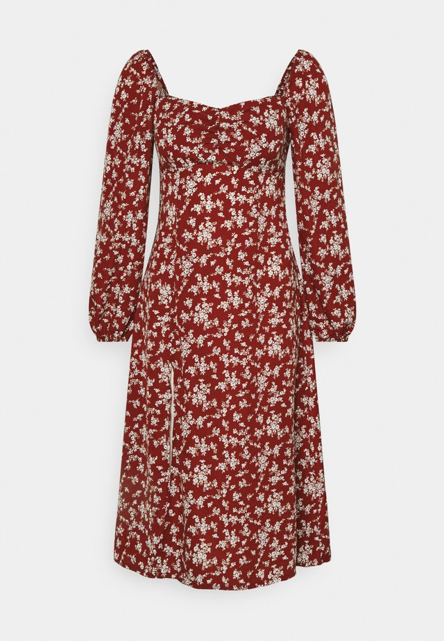 MILKMAID SHIRRED BUST MIDI FLORAL - Vestido informal - red