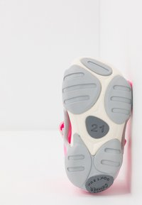 Camper - OUS - Dětské boty - pink - 5