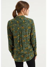 WE Fashion - MET DESSIN - Button-down blouse - dark green - 2