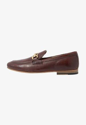 GLOVER TRIM - Elegantní nazouvací boty - cognac stone wash