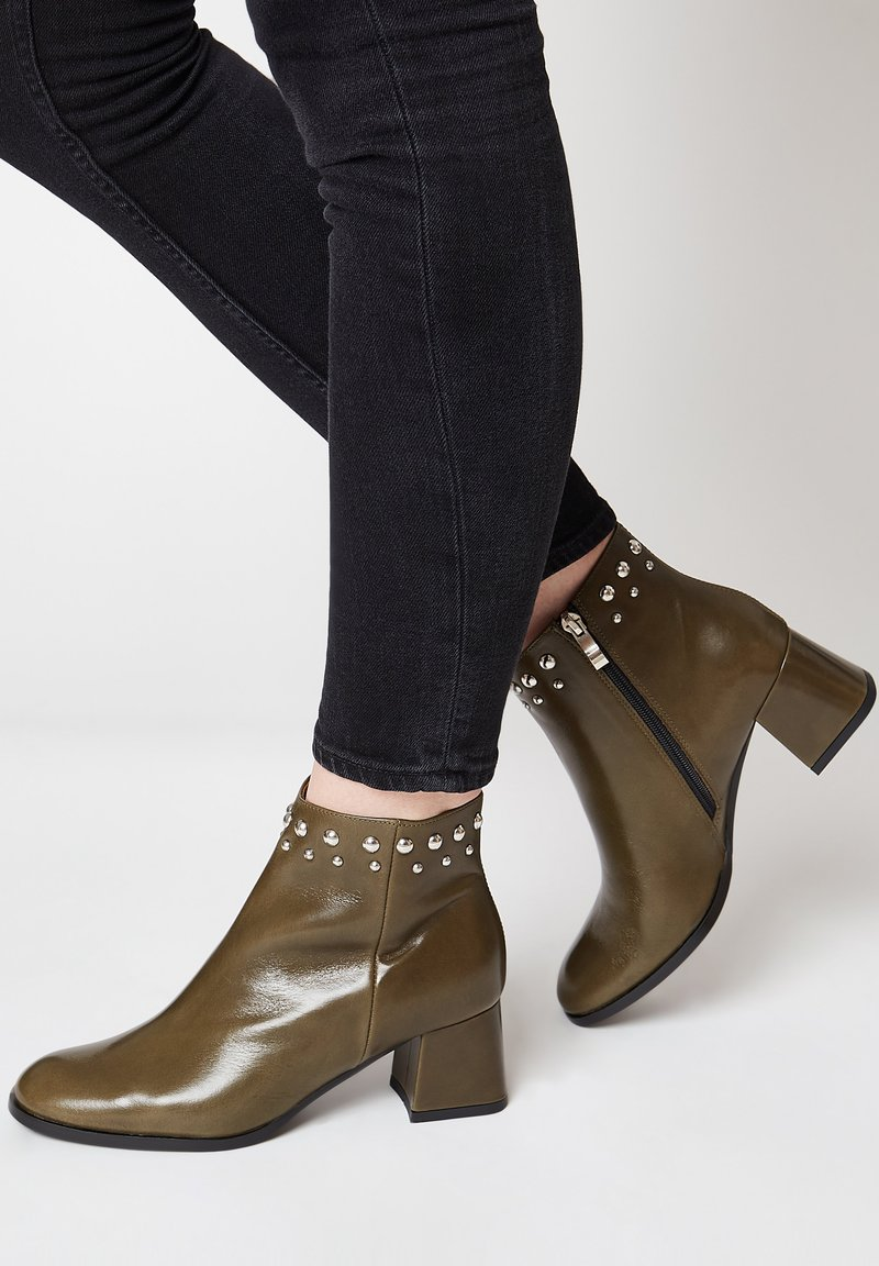 RISA - Classic ankle boots - grün