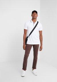 BOSS - Pantalon classique - brown - 1