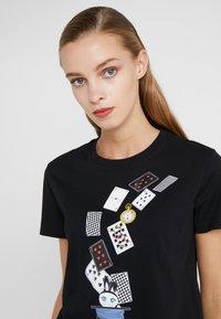 KARL LAGERFELD - T-shirts med print - black - 4