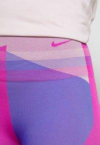 Nike Performance - SEAMLESS SCULPT 7/8 - Tights - fire pink/sapphire - 4