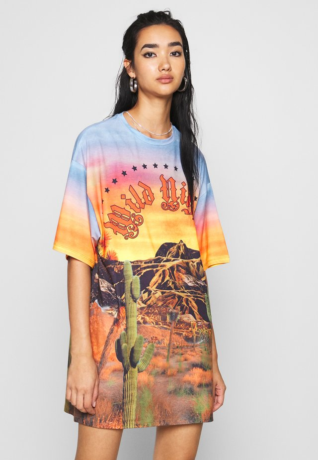 OVERSIZED DRESS WILD NIGHTS  - Jerseyjurk - multi