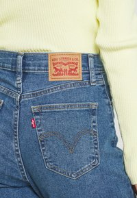 Levi's® - HIGH WAISTED MOM - Jeans Tapered Fit - fit the bill - 5