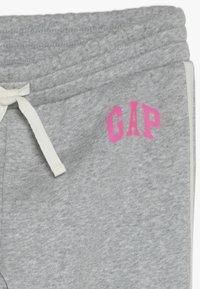 GAP - GIRL LOGO JOGGER - Pantalones deportivos - light heather grey - 4