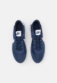 Nike Sportswear - VALIANT UNISEX - Zapatillas - midnight navy/white/black - 3