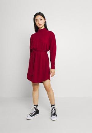 NMCITY AVA SHORT DRESS - Jumper dress - rhubarb
