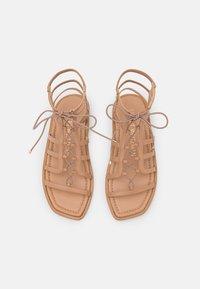 Stuart Weitzman - KORA LACE UP - Sandalen met enkelbandjes - tan - 4