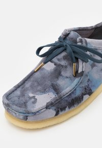 Clarks Originals - WALLABEE - Casual lace-ups - blue - 5