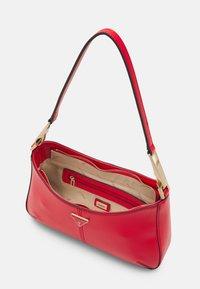Guess - LAYLA TOP ZIP SHOULDER SET - Handtasche - red - 2