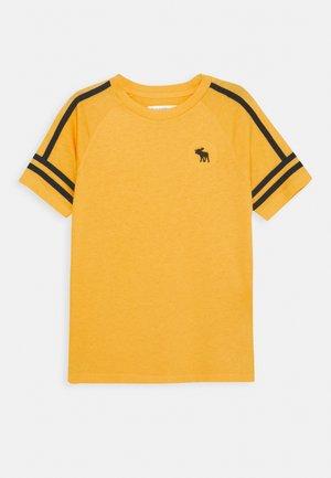 FASHION TEE - Print T-shirt - yellow