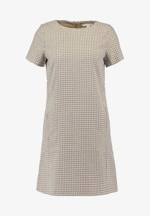 DRESS - Pouzdrové šaty - camel