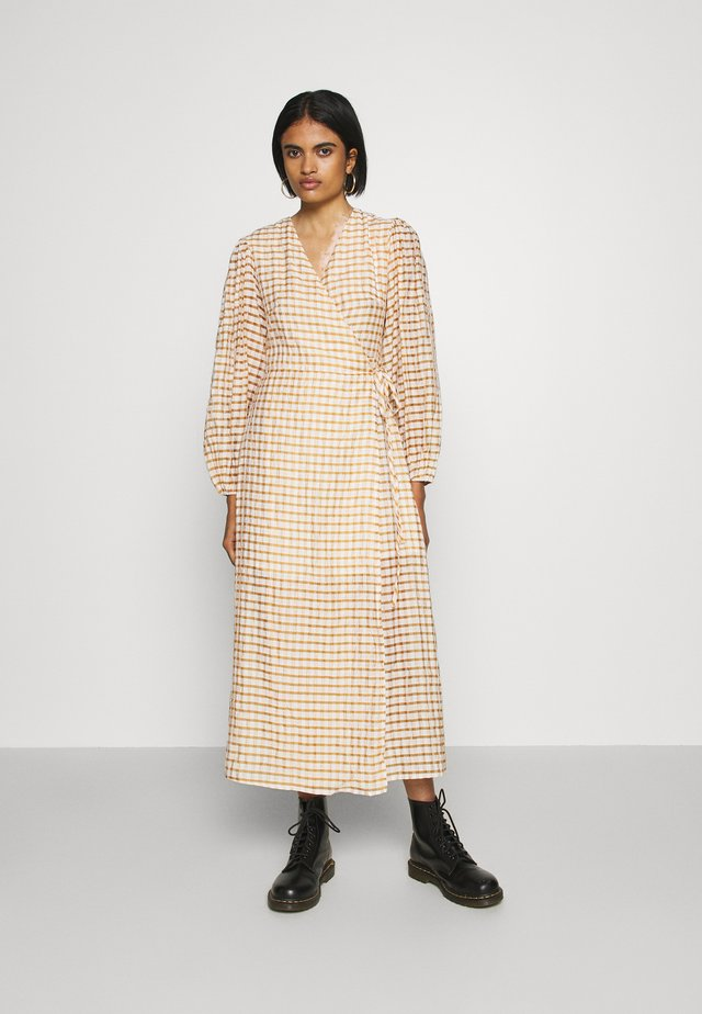 LONG SLEEVE WRAP DRESS WITH V NECK - Maxikjoler - brown/cream