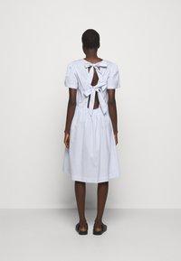 DESIGNERS REMIX - UMBRIA DRESS - Denní šaty - cream/blue - 2