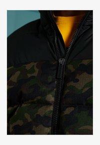 Superdry - TRACK SPORT PUFFER - Winter jacket - camo/black - 3