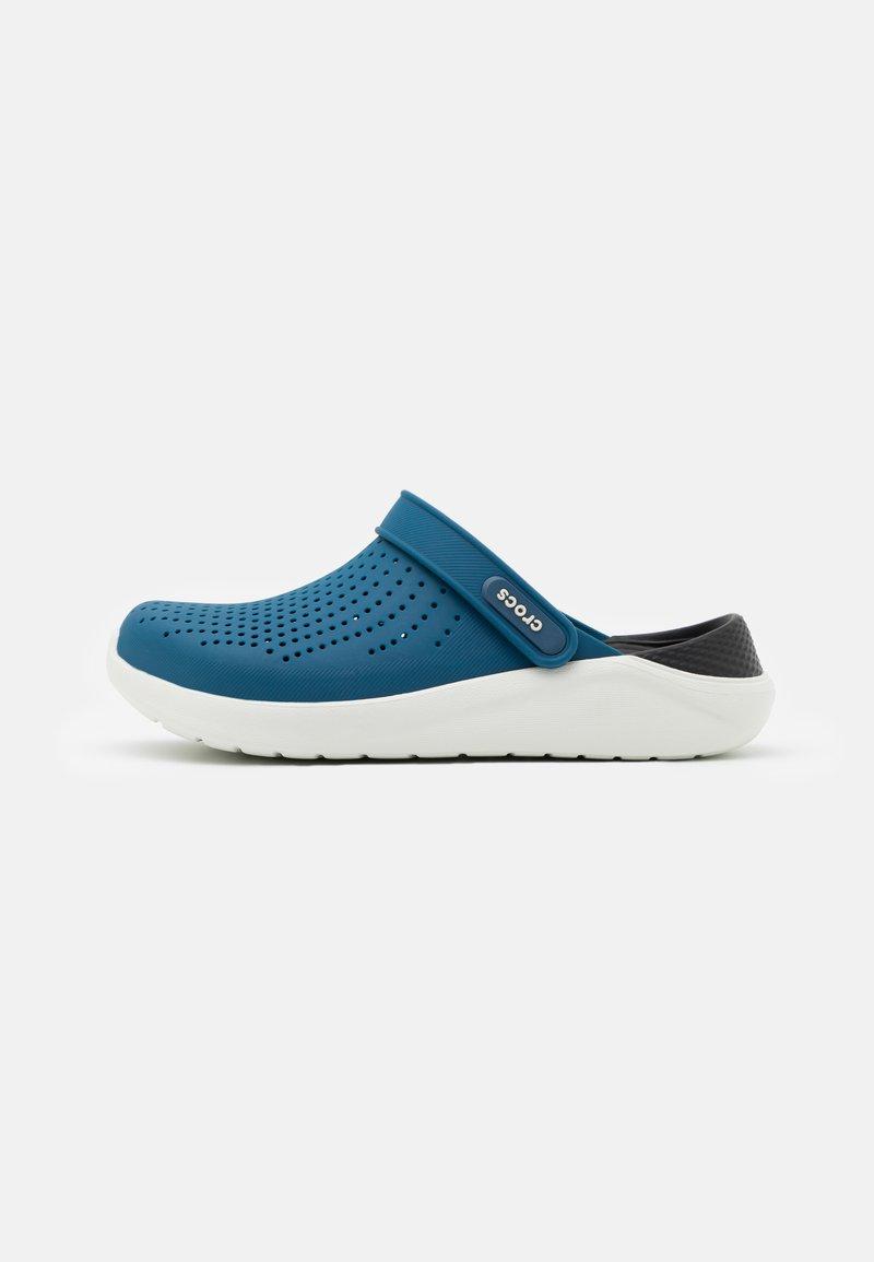 Crocs - LITERIDE CLOG - Drewniaki i Chodaki - vivid blue/almost white