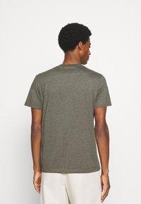 Lyle & Scott - MARLED - T-shirt - bas - trek green marl - 2