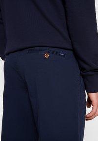 GANT - RELAXED - Shorts - marine - 6