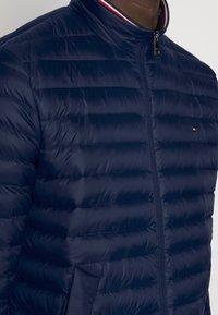 Tommy Hilfiger - CORE PACKABLE JACKET - Down jacket - sky captain - 4
