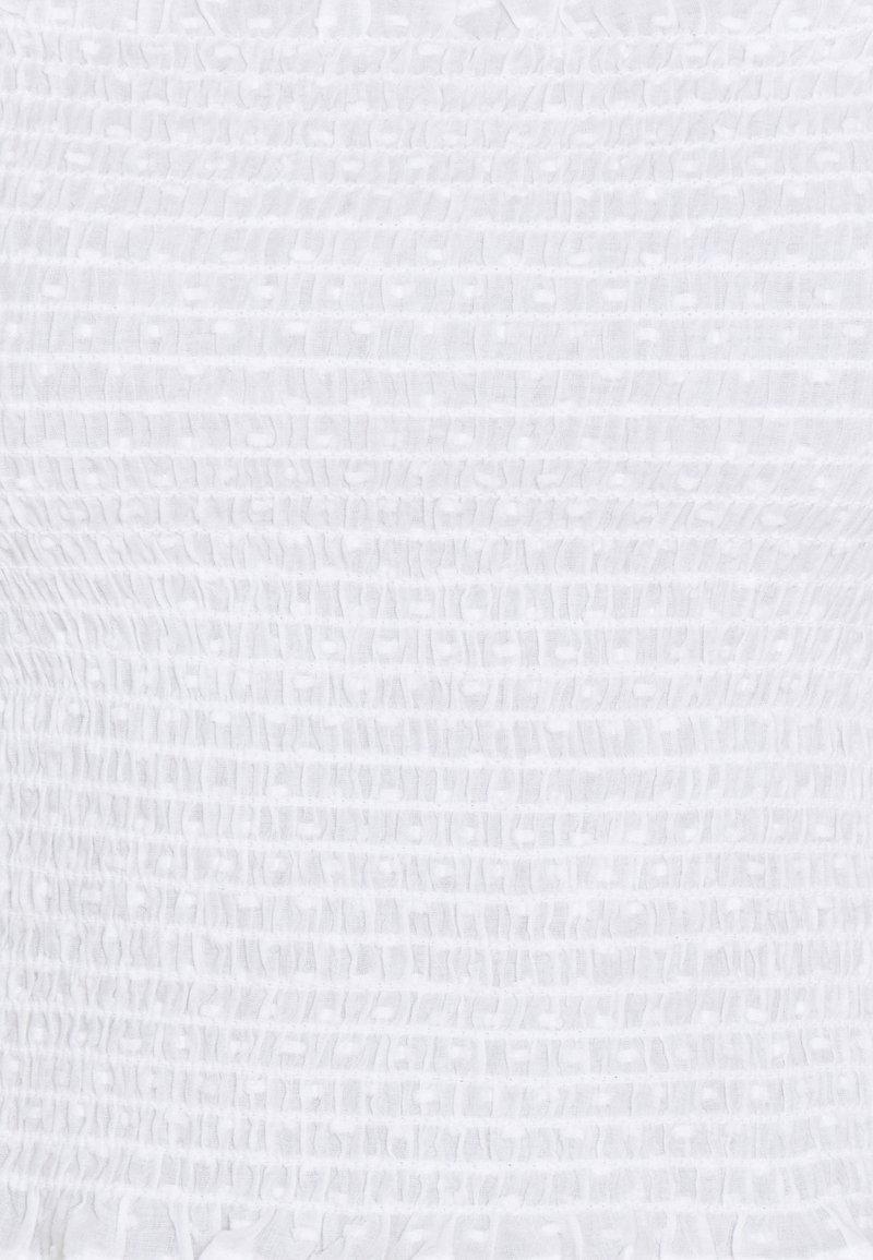 NA-KD DOBBY SMOCKED BLOUSE - Bluse - white/weiß ZUkzS7