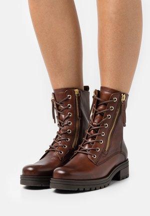 Šněrovací kotníkové boty - sattel