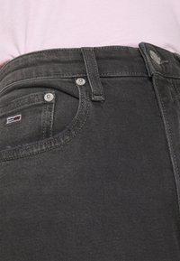 Tommy Jeans - MOM COMFORT - Jean boyfriend - denim black - 3