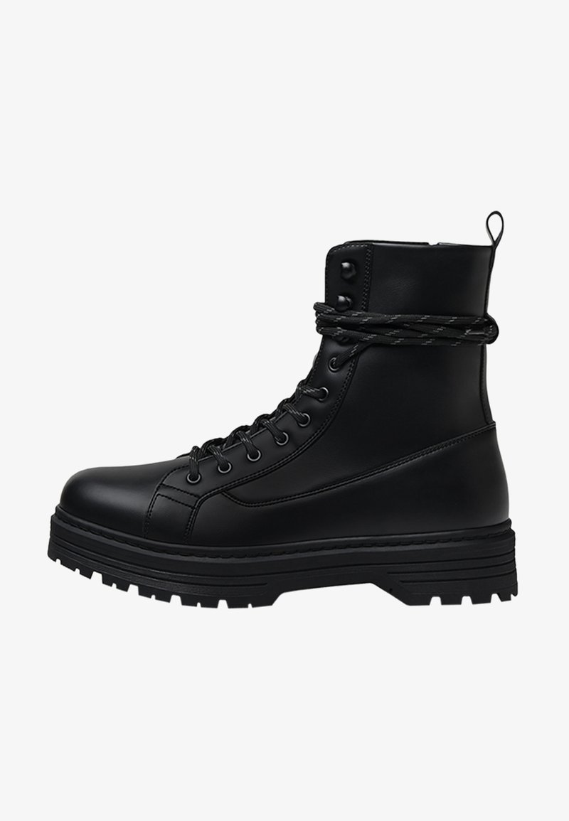 Bershka - Cowboy/biker ankle boot - black