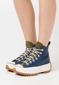 Converse - RUN STAR HIKE - High-top trainers - navy/dark moss/egret - 3