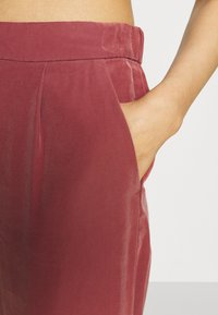 ONLY - ONLCARISA MAGO LIFE CULOTTE PANT  - Trousers - apple butter - 6