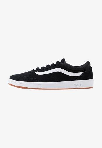 UA CRUZE CC - Sneakers basse - black/true white