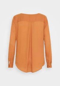 VILA PETITE - VILUCY SHIRT - Button-down blouse - adobe - 8