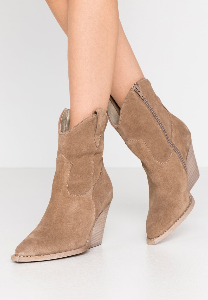 Lazamani - High heeled ankle boots - taupe